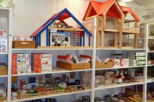 Besuchen Sie unseren Onlineshop für Holzspielzeug und Puppen