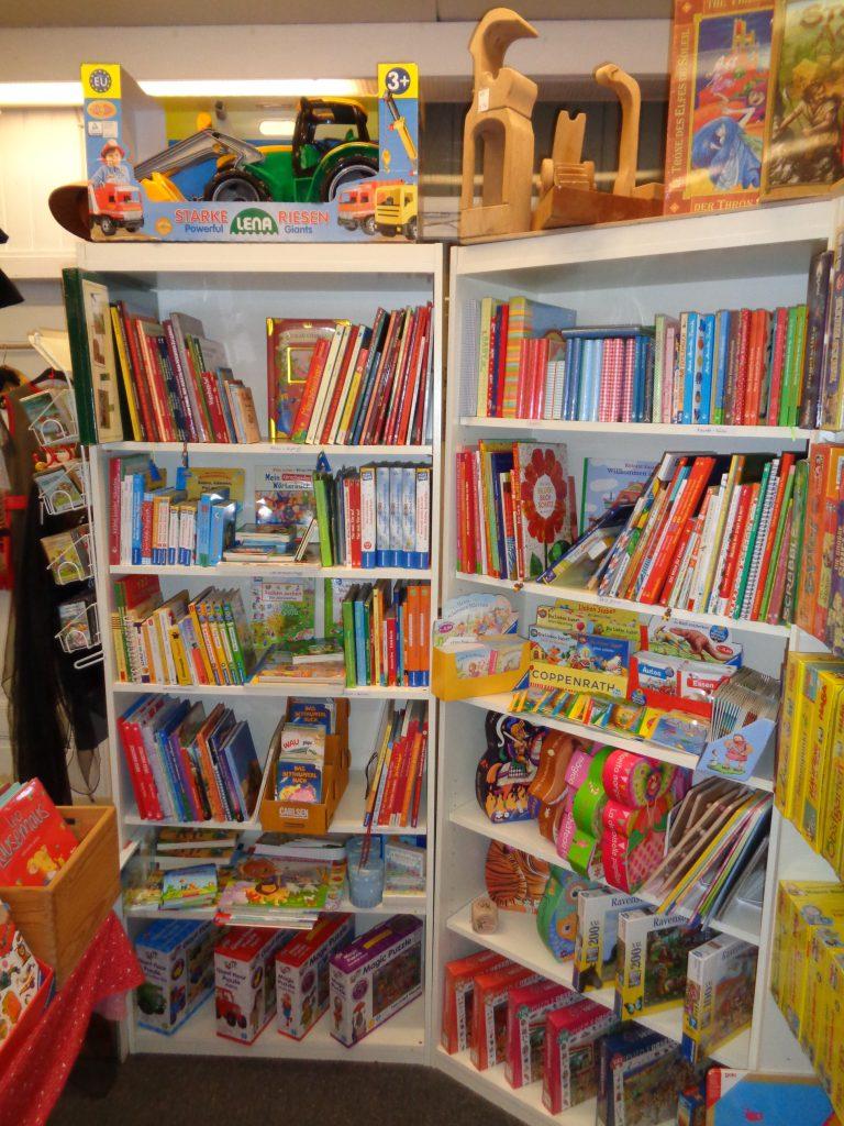 Bücher und Puzzle für Kinder