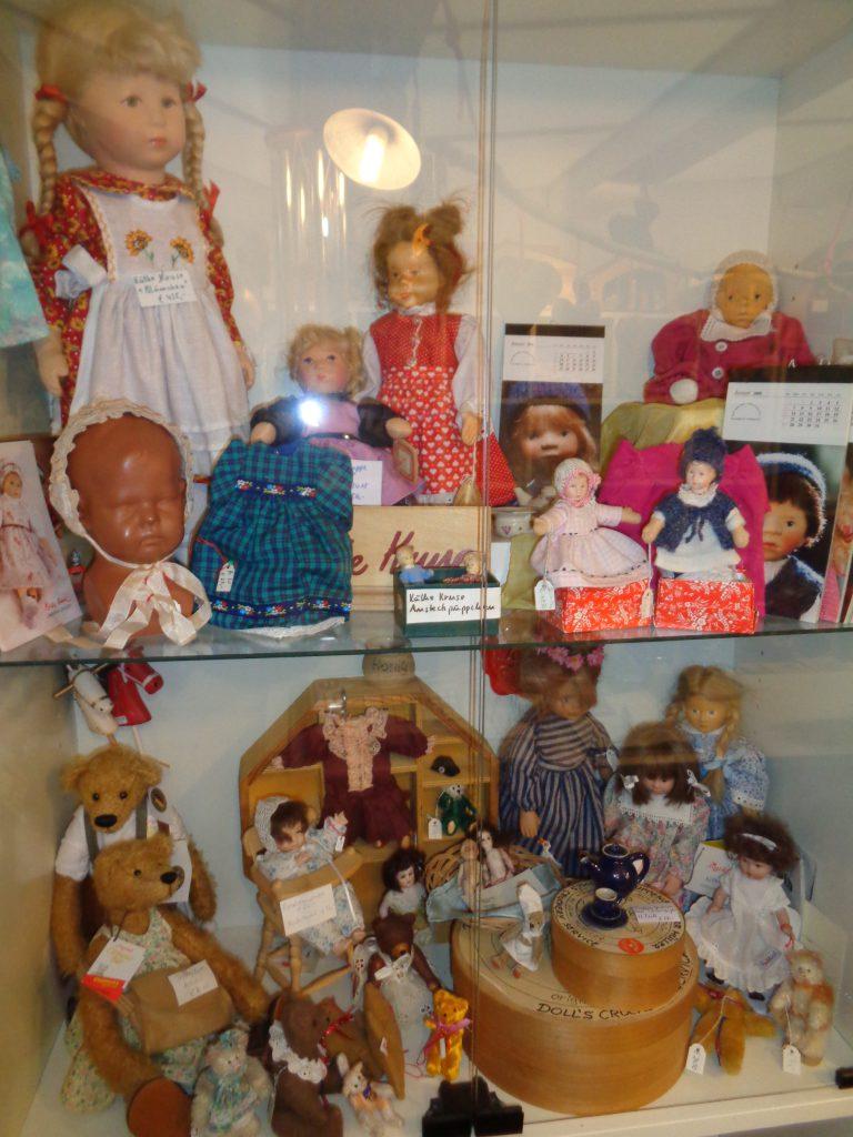 alte Puppen und Teddys