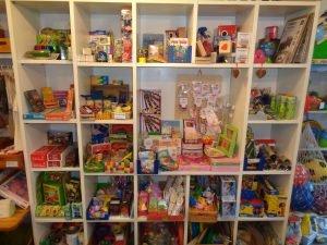 Seifenblasen, Spritztiere, Ketten, Haarspangen, Kraul Spielwaren, Jonglierartikel