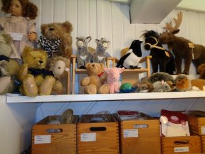 Kösener Tiere + Puppenkleidung