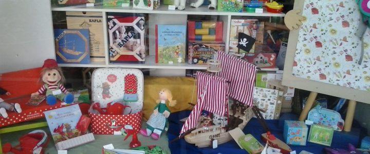 Schaufenster Puppenstube Friedberg im Juni
