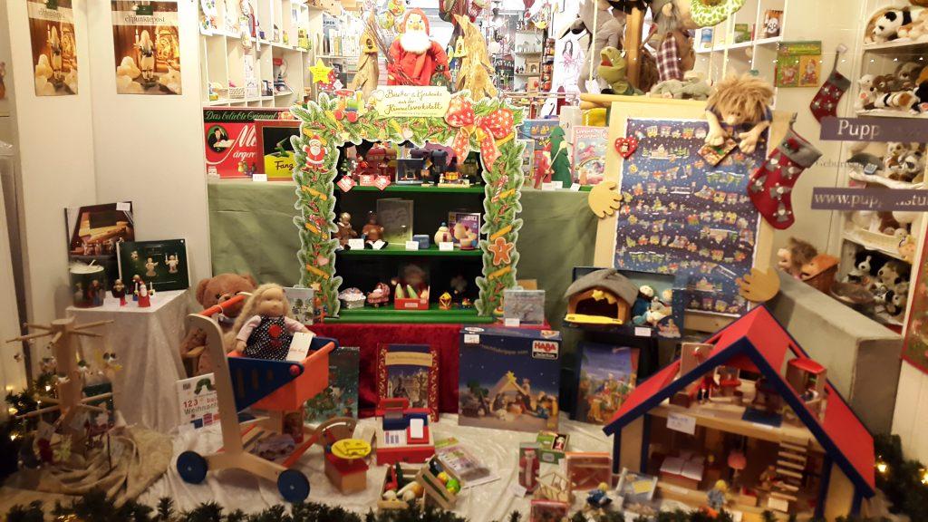Weihnachtsfenster Puppenstube Friedberg