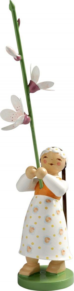Mädchen mit Kirschblüte