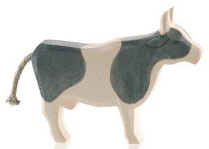 Kuh schwarz stehend