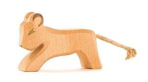 Löwe klein laufend