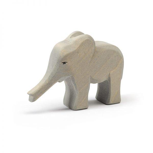 Elefant klein Rüssel gestreckt